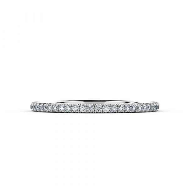 A stunning piece ideal for an eternity ring or wedding ring that sparkles with every movement